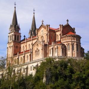 Basílica de Covadonga (45 Km)